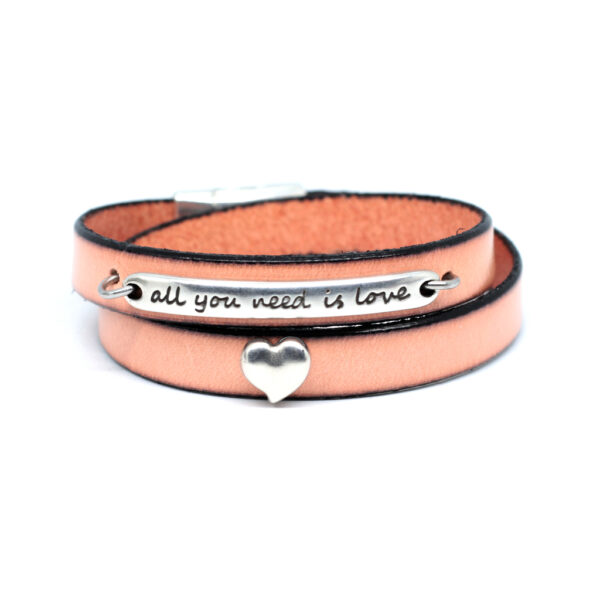 bransoletka skórzana różowa z inspirującym napisem all you need is love
