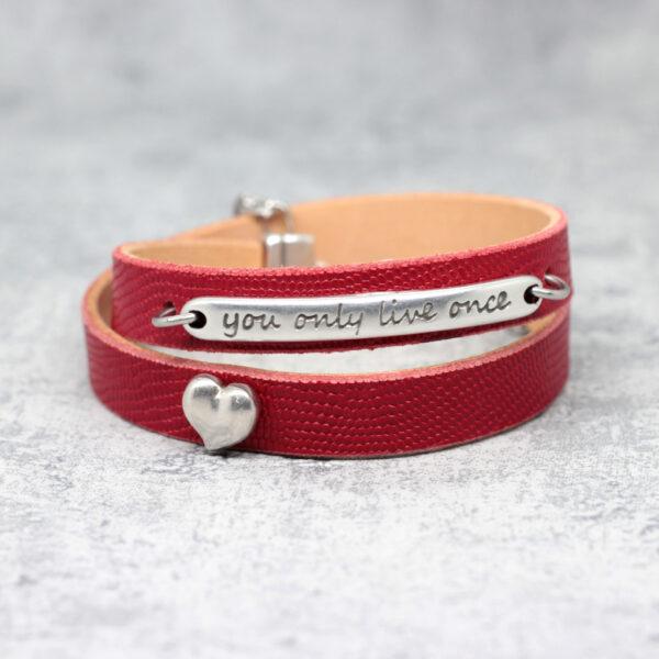 bransoletka skórzana czerwona z napisem i sercem w srebrnym kolorze